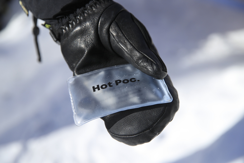 Available in three sizes, Hot Poc consists of a PVC bag filled with water, sodium acetate, and a metal disk.