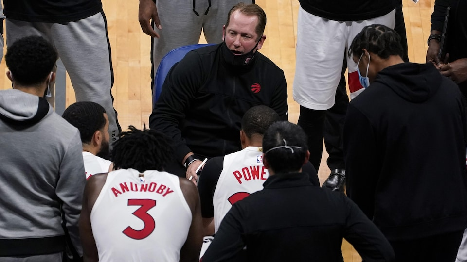 Nick Nurse gives instructions to his players during a break.
